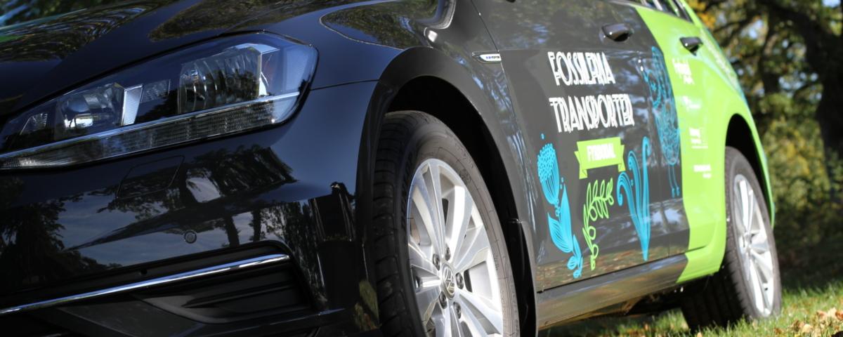 Bil med logo för Fossilfri2030